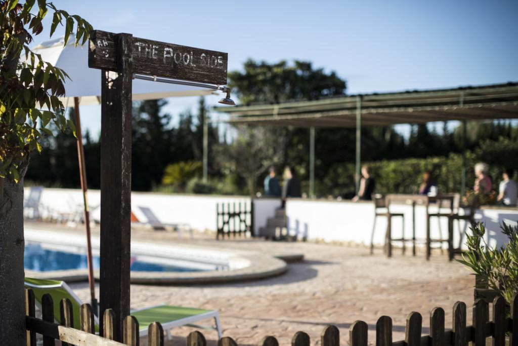 poolside-valencia